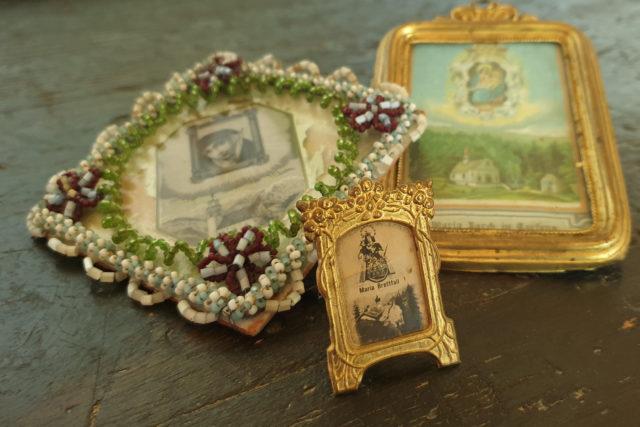 Miniaturbildchen zum Aufhängen und Aufstellen aus den Wallfahrtsorten Maria Absam, Maria Larch und Maria Brettfall