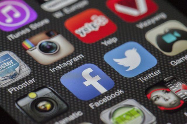 Smartphone Oberfläche mit Social Media Icons
